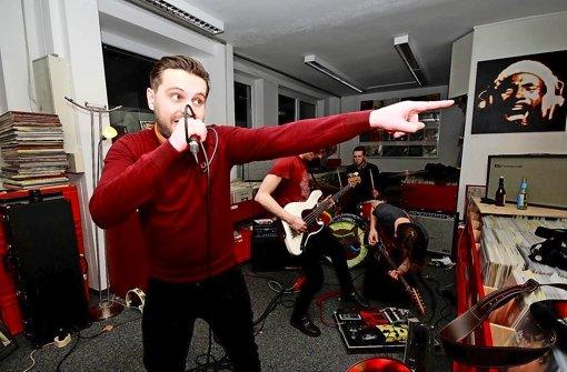 Flávio Bacon mit Human Abfall beim Auftritt bei Second Hand Records Foto: Karl-Heinz Stille