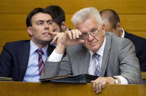 Das wird Minsterpräsident Winfried Kretschmann (rechts) und Finanzminister Nils Schmid nicht freuen: Baden-Württemberg hat die höchste Neuverschuldung aller Bundesländer. Foto: dpa