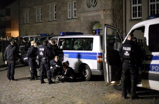 Polizei nimmt 174 Randalierer fest