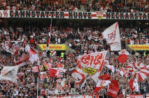 Die Fans des VfB Stuttgart halten ihrer Mannschaft die Treue.  Foto: Pressefoto Baumann
