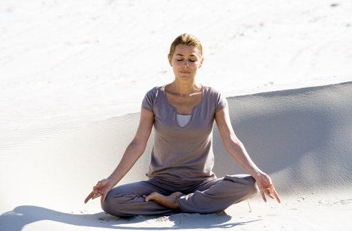 Im Internet surfen und Yoga lernen