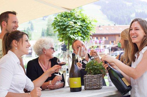 In entspannter Atmosphäre über Wein philosophieren. Foto: Panoramahotel Oberjoch