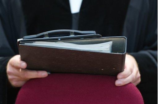 Polizist wegen Banküberfalls zu Haft verurteilt