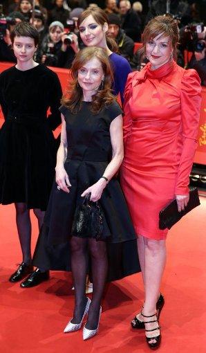 Starke Frauen in einem Film: Pauline Etienne Louise Bourgoin (hinten), Isabelle Huppert und Martina Gedeck spielen gemeinsam in Die Nonne. Foto: dpa