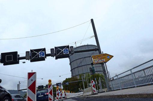 Fast drei Wochen in Verzug ist das Tiefbauamt auf der Gaisburger Brücke. Foto: Uli Nagel