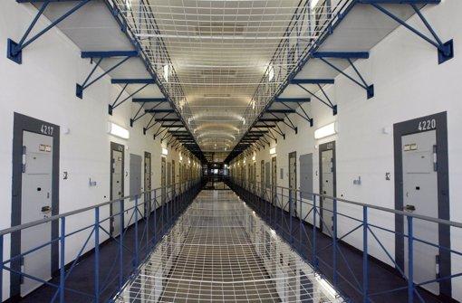 Mit zwei Füßen im Gefängnis