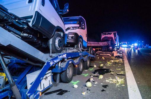 Der Fahrer des hinteren Lastwagens ist schwer verletzt worden. Foto: 7aktuell.de/Franziska Hessenauer