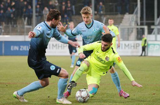 Die Stuttgarter Kickers treten auswärts beim TSV Schott Mainz an. Foto: Pressefoto Baumann