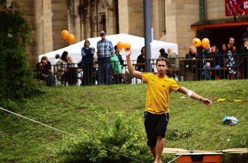 Die Slackline ist ein fester Bestandteil des Fests – wie auch die Hosenboje. Foto: Rüdiger Ott