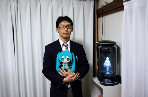 Akihiko Kondo hat vor wenigen Tagen geheiratet – eine virtuelle Figur namens Kondo Miku. Foto: AFP