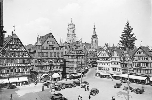 Der Stuttgarter Marktplatz mit den  Firmen Speier, Haufler, Kurtz und Koch, vermutlich in den 1930ern Foto: StN-Archiv