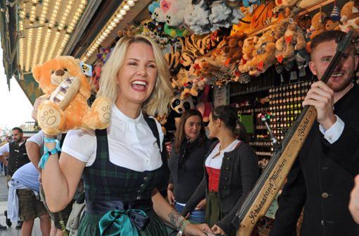 """Das Stuttgarter Model und ehemalige """"Bachelorette"""" ist ein gern gesehener Gast auf dem Stuttgarter Volksfest. Foto: dpa"""