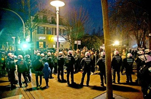 Mit einem Großaufgebot hat die Polizei am 29. März an die 200 Mitglieder der United Tribuns und der Stuttgarter Kurden rund um den Arsenalplatz  in Ludwigsburg in Schach gehalten.  Eine Eskalation der Situation wurde so offenbar gerade noch verhindert. Foto: 7aktuell/Archiv