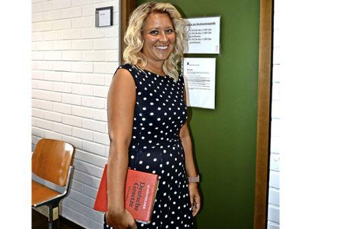 Daniela Weber unterstützt Bürgerinnen und Bürger  an der Rechtsantragsstelle des Cannstatter Amtsgerichts. Foto: Schumacher