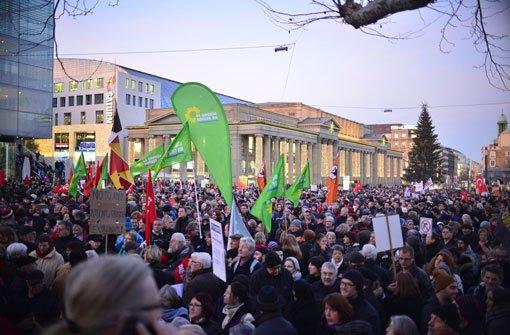 Mehr als 8000 Menschen demonstrieren am Montag in Stuttgart gegen die Pegida-Bewegung. Foto: 7aktuell.de / Florian Gerlach