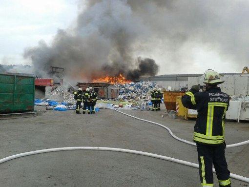 Feuer am Stuttgarter Hafen