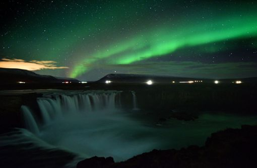 In Island leuchten die Polarlichter