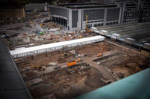 Hier, zwischen Bonatz-Bau und den alten Bahngleisen, soll der Tiefbahnhof entstehen Foto: Lichtgut/Achim Zweygarth