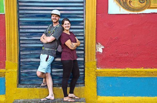 Junges Paar reist ein Jahr um die Welt