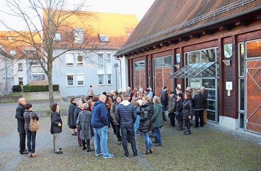 Redebedarf in Zuffenhausen: Andrang vor einer Diskussion Foto: Martin Braun
