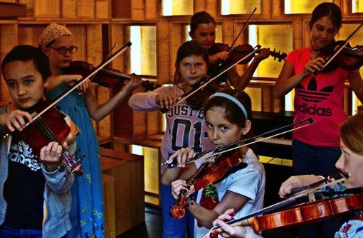 Die Stadtmusikanten spielen Szenen vom kleinen Clown