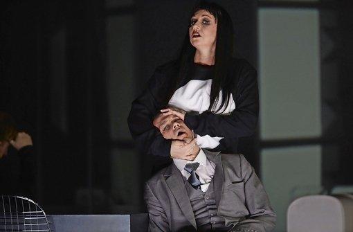 Simone Schneider als Salome und Matthias Klink als Herodes Foto: A.T. Schaefer