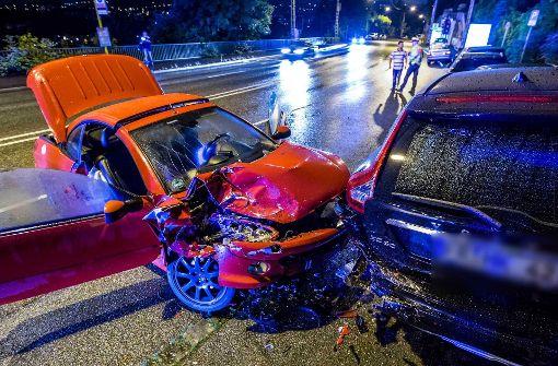 Schwangere kollidiert mit geparktem Auto auf Weinsteige