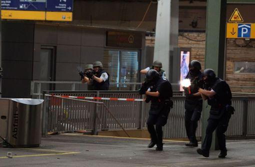 In der Nacht von Dienstag auf Mittwoch wird der Stuttgarter Hauptbahnhof zum Übungsgelände für die Polizei. Foto: SDMG