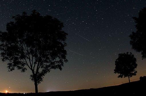 Die Perseiden strahlen am Nachthimmel