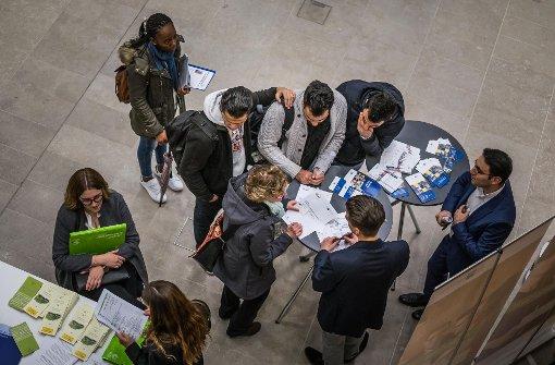 Großer Andrang bei Jobmesse für Ausländer