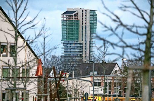 Der mit neuen Fangnetzen und Abschrankungen gesicherte Tower   in Fellbach. Foto: Patricia Sigerist