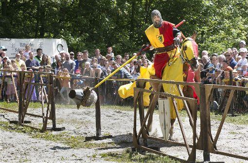 Höhepunkte sind die täglichen Ritterturniere,... Foto: Horst Rudel