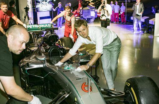 Nico Rosberg begleitet seinen Silberpfeil ins Museum