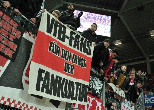 Die Ultras des FSV Mainz und des VfB Stuttgart feuerten ihre Teams aus Protest nicht an. Das Einzige, was von ihnen zu hören war, waren Schmähgesänge gegen den DFB. Hier die Bilder vom Spiel: Foto: dpa