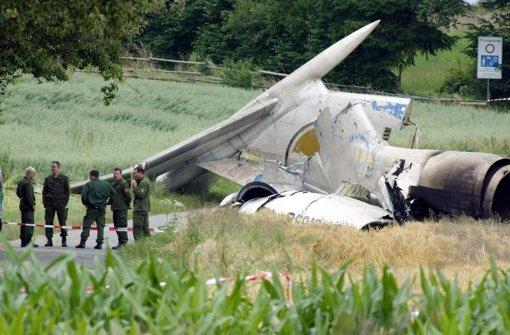Vor zehn Jahren bei Überlingen: Das zerstörte Heck der abgestürzten Tupolev. Klicken Sie sich durch unsere Bildergalerie. Foto: AP