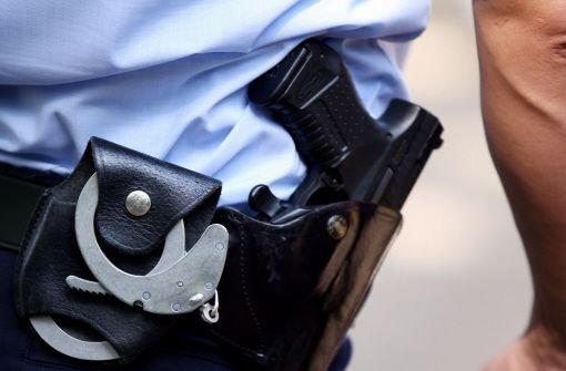 Zwei junge Männer sind in der Nacht auf Sonntag in Böblingen von drei Männern angegriffen und geschlagen worden. Zwei der Angreifer sitzen inzwischen in U-Haft. Foto: dpa/Symbolbild