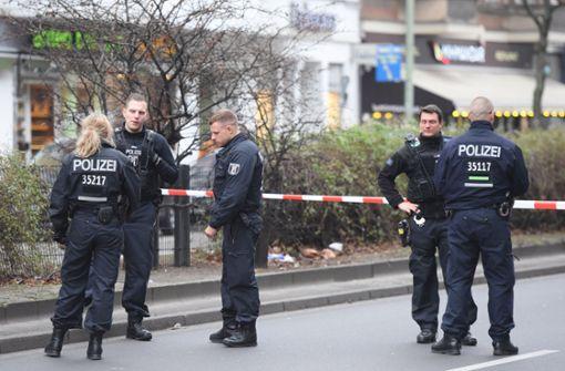 Autofahrer fährt bei Kontrolle Polizist an - Beamter schießt