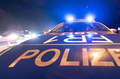 Fünf Jugendliche überfallen 18-Jährigen in Wohnung