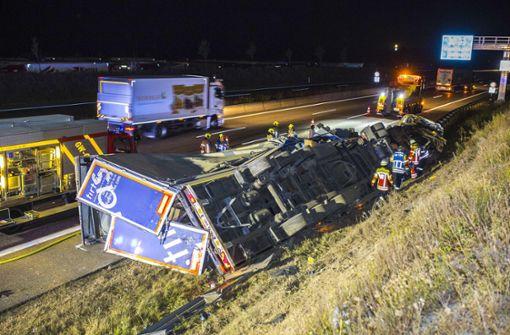 Verkehrsbehinderungen nach schwerem Lastwagenunfall