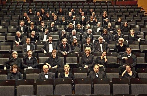 Der Bachchor Stuttgart und sein Leiter Jörg-Hannes Hahn (Mitte) Foto: Gonzales/Bachchor
