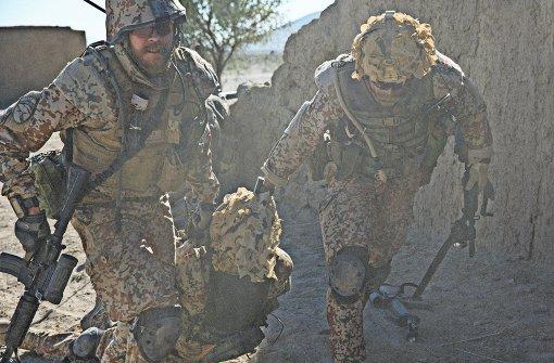 """Zuerst unter Beschuss in Afghanistan, nach der Rückkehr dann vor Gericht: Szene aus """"A War"""" Foto: Verleih"""