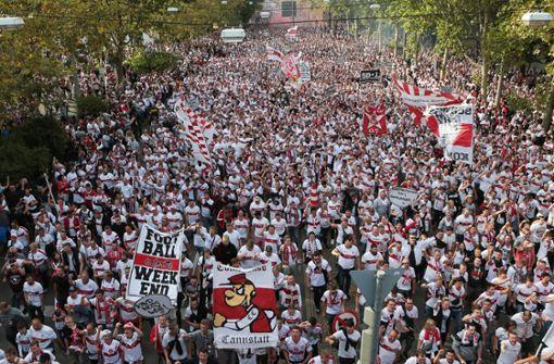 Die Karawane Cannstatt ist seit 13 Jahren ein zentraler Bestandteil des Heimspielauftakts des VfB Stuttgart. Foto: Pressefoto Baumann