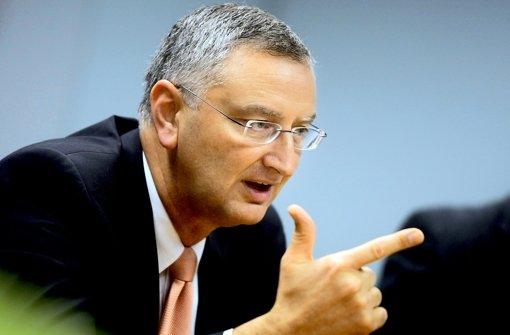 Die Sparkassen-Finanzgruppe ist nicht optimal aufgestellt, sagt Sparkassenpräsident Peter Schneider. Verbesserungsbedarf sieht er bei den Landesbanken Foto: Leif Piechowski Foto: