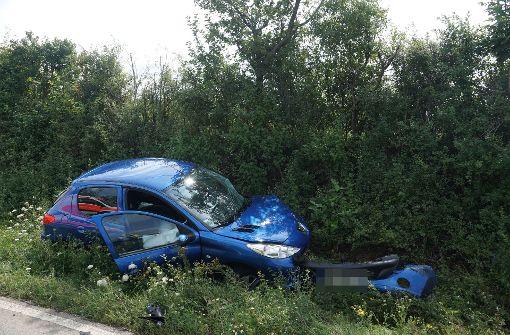 Der überholende Audi-Fahrer prallte frontal mit einem Peugeot zusammen. Foto: SDMG