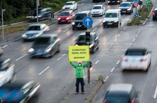 Proteste gegen den Diesel. Doch dokumentieren die Messergebnisse am Stuttgarter Neckartor wirklich die Belastung der Atemluft? Foto: Jörg Modrow/Greeepeace