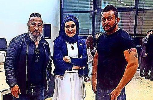 Osmanen-Rocker bei einer Veranstaltung der Union der Europäisch-Türkischen Demokraten (UETD) in Stuttgart im Mai 2016 mit der damaligen Böblinger Integrationsbeauftragten Özlem Demirel (Mitte). Foto: Facebook