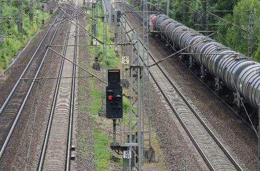 Nördlich vom nun betroffenen Abschnitt ist die Rheintalstrecke seit dem 12. August wegen einer Baupanne gesperrt (Archivfoto). Foto: dpa