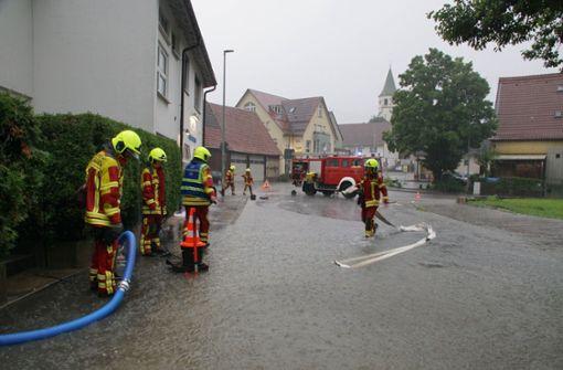 Im Kreis Esslingen sorgte der Starkregen für überschwemmte Straßen. Foto: Andreas Rosar Fotoagentur-Stuttg