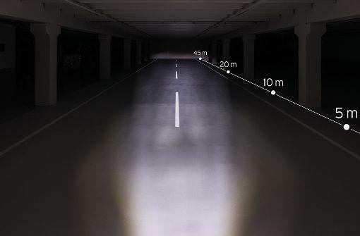 Mit 50 Lux, ist die Straße schon viel besser ausgeleuchtet als mit den vorherigen 30 Lux. Da geht aber noch mehr, wie Ihr gleich sehen werdet.  Foto: Busch+Müller