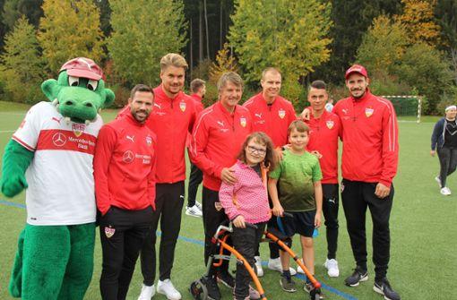 Gruppenbild mit den kleinen Patienten. Foto: VfB Stuttgart